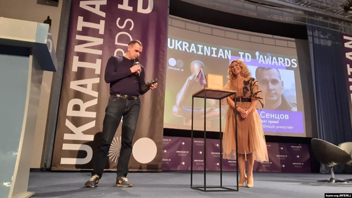 Олегу Сенцову вручили премию Russian ID Award, присужденную в 2018 году