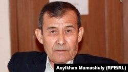 Жеңісбек Теміровтің әкесі әрі қоғамдық қорғаушысы Есжан Теміров. Ақтау, 25 сәуір 2012 жыл.