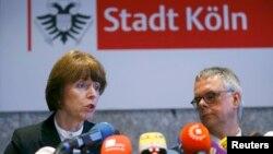 Henriette Reker dhe Wolfgang Albers në konferencën për gazetarë në Këln lidhur me raportet për sulme seksuale ndaj femrave