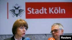 Мэр Кёльна Генриетте Рекер и шеф полиции Кёльна Вольфганг Альберс на пресс-конференции 5 января