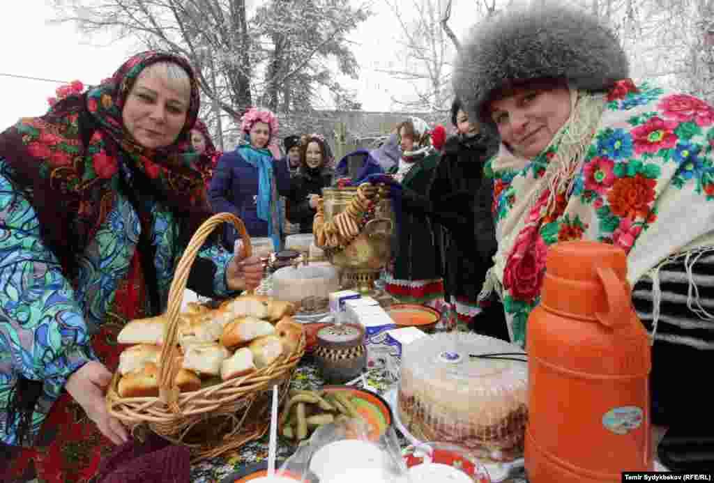 Бул күнү орус православдары бири-бирине конокко барып, даам сызышып, ырым-жырымдарын жасашты.