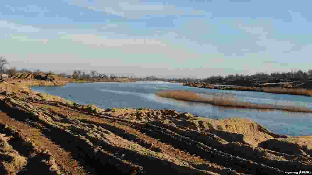 Местные активисты утверждают, что из дамбы Нижне-Чурбашского хвостохранилища добыли более миллиона тонн токсичного песка