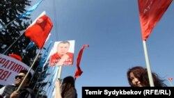 Mbështetësit e Omurbek Tekebaev