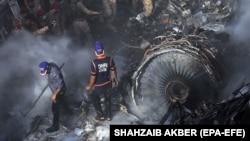 22 травня біля Карачі розбився пасажирський лайнер Airbus A320, близько сотні людей загинули