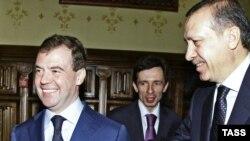 Президент Росии Д.Медведев(слева) на встрече с премьер-министром Турции Реджэбом Эрдоганом (справа) в Барвихе, 13 января 2010 года