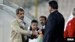 محمد مایلی کهن (چپ) در مقابل علی دایی