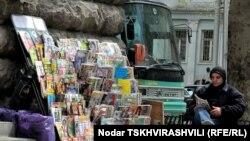 Газетный лоток в центре Тбилиси
