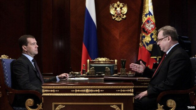 The head of Russia's Audit Chamber, Sergei Stepashin (right), has asked Prime Minister Dmitry Medvedev (left) for nearly $200 million to a Lak resettlement program.
