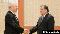 Встреча Ника Харвея с президентом Эмомали Рахмоном в Душанбе 2 марта 2012 года