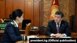 Сооронбай Жээнбеков жана Индира Жолдубаева.