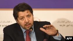 Авганистанскиот заменик министер за надворешни работи Хекмат Халил Карзаи.