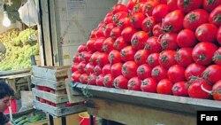 خبرگزاری اقتصادی موج، روز شنبه به مردم پيشنهاد کرد که «به جای گوجه فرنگی از اين پس ماهی بخورند!»