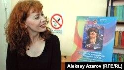 Кэт Везерилл, английская детская писательница, встретилась с читателями в Государственной юношеской библиотеке имени Жамбыла. Алматы, 3 апреля 2013 года.