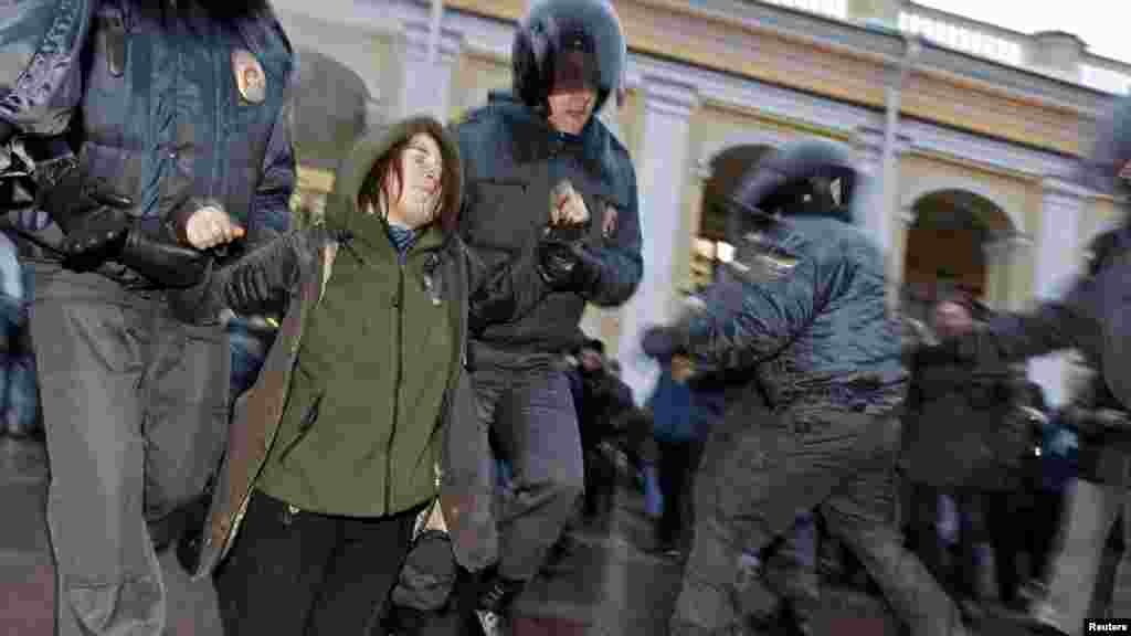 Russian Interior Ministry officers detain an opposition activist during a protest rally in St. Petersburg to defend Article 31 of the Russian Constitution, which guarantees the right of assembly. (Reuters/Alexander Demianchuk)