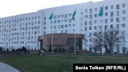 Здание акимата Атырауской области. 10 апреля 2017 года.