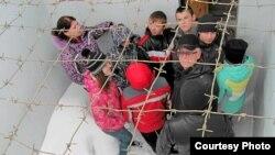 """Школьники на экскурсии в музее """"Пермь-36"""""""