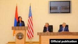 Nagorno-Karabakh - U.S. Congresswoman Tulsi Gabbard speaks at a meeting in Stepanakert, 20Sep2017.