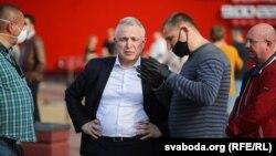 Міхаіл Орда (у цэнтры) на менскім пікеце для збору подпісаў за Аляксандра Лукашэнку, 5 чэрвеня