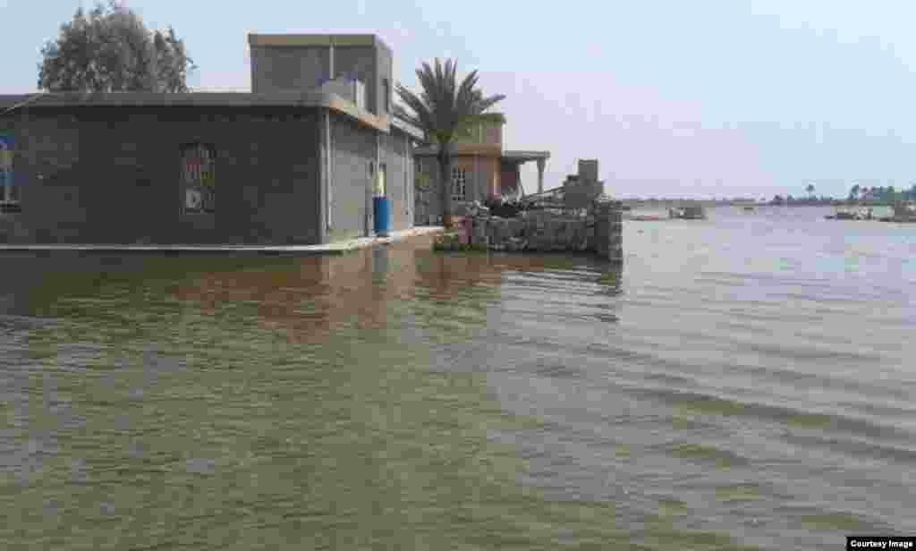 Militants, in control of a dam, caused flooding in the villages of Zawbaa and Nuaimiya in the Anbar Province.