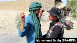 Pretres ljudi na jednom od čekpointa avganistanskih snaga bezbednosti, ilustrativna fotografija