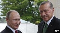 Владимир Путин и Реджеп Эрдоган во время встречи 3 мая в резиденции Бочаров Ручей в Сочи.