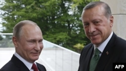 Russian President Vladimir Putin (left) and his Turkish counterpart, Recep Tayyip Erdogan, in Sochi on May 3