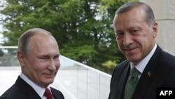 Vladimir Putin (solda) və Recep Tayyip Erdoğan Soçidə. 3 may, 2017.