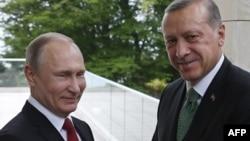 Russiýanyň prezidenti Wladimir Putin we onuň ürk kärdeşi Rejep Taýýyp Erdogan. 3-nji maý, 2017 ý.