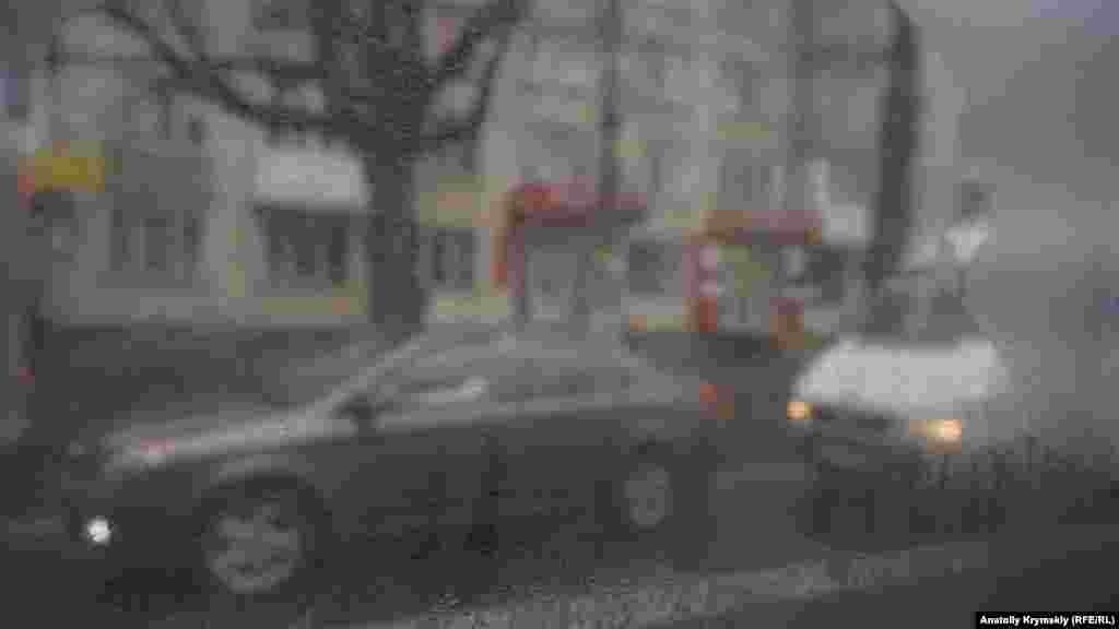 За вікном міського тролейбуса