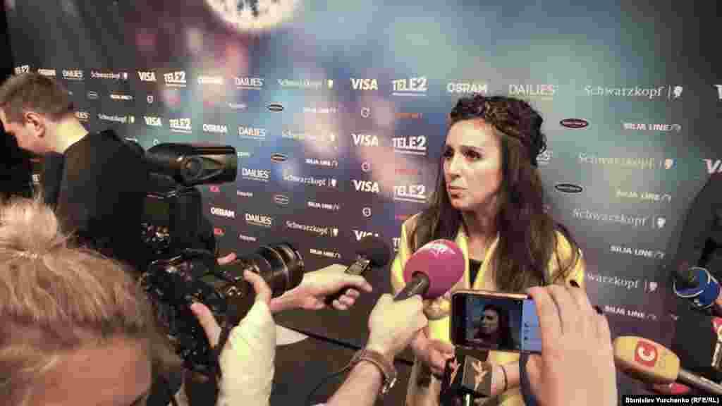 После общей пресс-конференции для украинских журналистов была организована отдельная. Для того, чтобы украинцы имели возможность услышать свою певицу