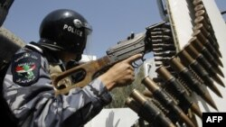 Ирачки полицаец во Багдад.