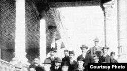 مورگان شوستر آمریکایی در کاخ اتابک؛ تهران ۱۹۱۱.