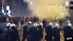Neredi tokom kojih su zapaljene ambasade Nemačke, SAD i Hrvatske, Beograd, februar 2008.