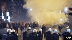 Pamje nga protestat në Beograd