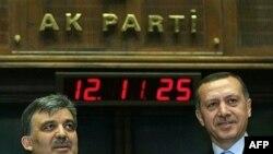 Остается только гадать, до чего может довести страну дружба Реджепа Эрдогана (справа) и Абдуллы Гюля