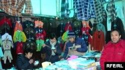 Binə bazarında 60-dan çox çinli işləyir və onların ayrıca cərgəsi var