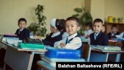 Ученики в классе. Алматинская область, 30 сентября 2015 года.