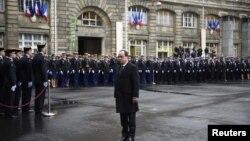 Francuski predsjednik Francois Hollande odaje počast ubijenim u napadima 7. siječnja 2015. godine, Pariz