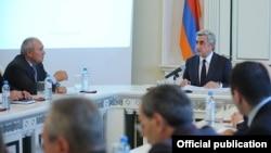 Նախագահ Սերժ Սարգսյանը խորհրդակցություն է անցկացնում դատախազության համակարգի ղեկավար աշխատակիցների հետ: 29-ը հոկտեմբերի, 2012թ.
