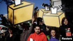 Իսպանիա - Կատալոնիայի անկախության կողմնակիցները բողոքի ցույց են անցկացնում Իսպանիայի խորհրդարանի շենքի մոտ, Մադրիդ, 30-ը սեպտեմբերի, 2014թ․