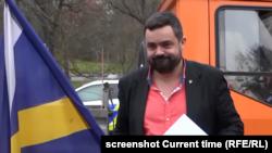 Павел Новотни носи писмото в посолството на Русия в Прага