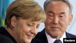 Германия канцлері Ангела Меркель мен Қазақстан президенті Нұрсұлтан Назарбаев. Берлин, 8 ақпан, 2012 жыл.