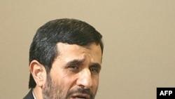 محمود احمدی نژاد به مدت سه ساعت با بيش از ۱۰۰ استاد دانشگاه ديدار کرد.