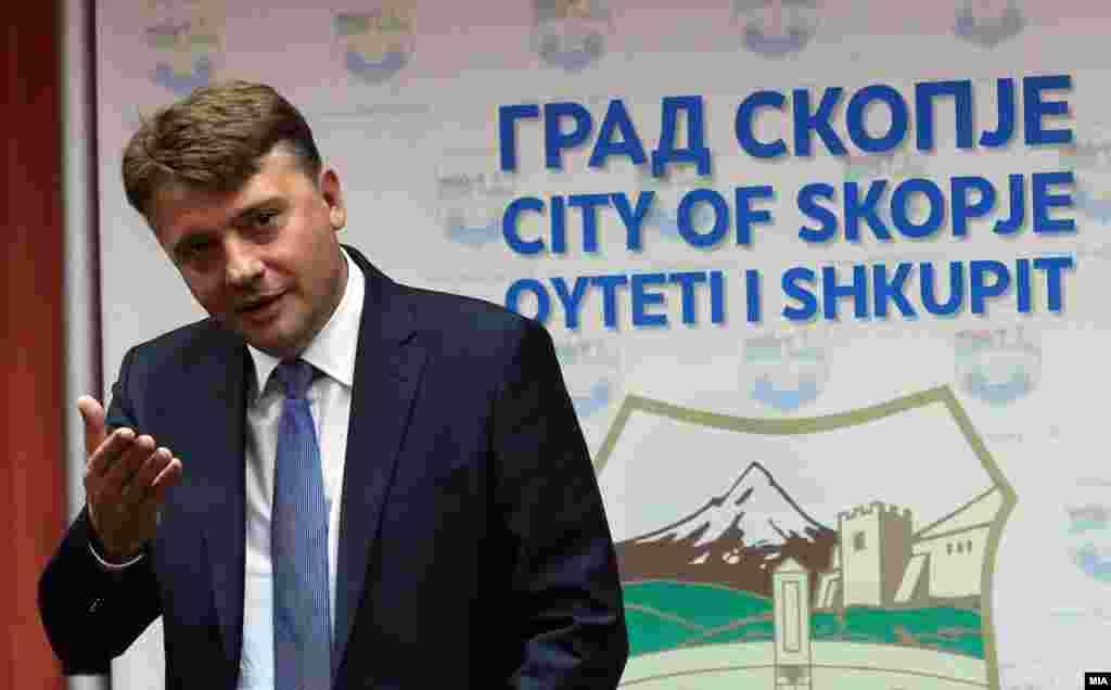 МАКЕДОНИЈА - Градоначалникот на Скопје, Петре Шилегов, изјави дека Град Скопје за жал нема ингеренции во дислоцирање на дивоградбите од Скопје 2014 и оти согласно легислативата таа надлежност е на општина Центар.