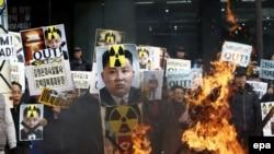 Акция протеста в Южной Корее против ракетного пуска Пхеньяна. Сеул, 11 февраля 2016 года.