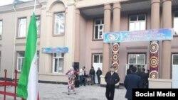 Як бинои маъмурии шаҳри Кӯлоб