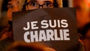 """Fransada terroru pisləyən """"Mən Şarliyəm"""" aksiyası"""