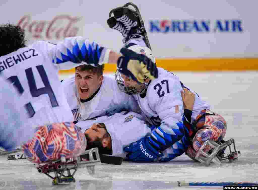 АҚШ хоккейшілері паралимпиада чемпионы. Финалда Канада құрамасын жеңді.