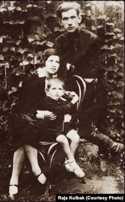 Мойшэ Кульбак з жонкай і сынам, Менск, 1929