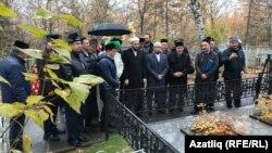 Татарстан һәм Башкортстан мөфтиләре Фәридә Кудашева каберендә